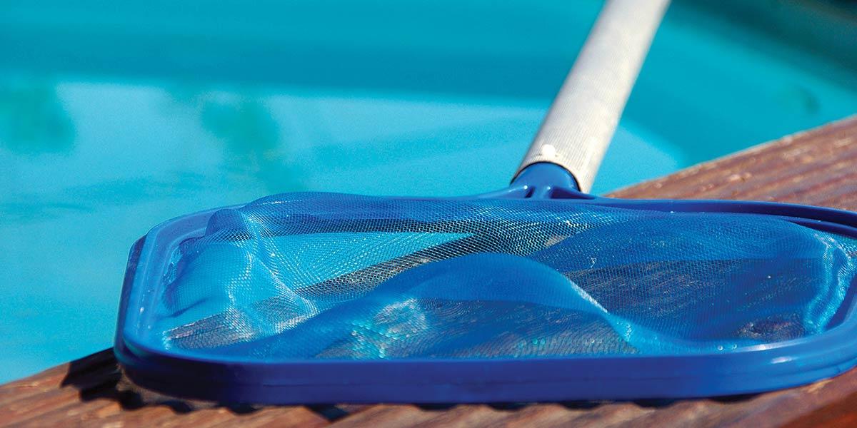 Robot de piscine et nettoyage du bassin automatique ou manuel for Nettoyage piscine balai manuel