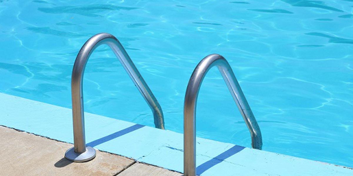Échelle de piscine enterrée