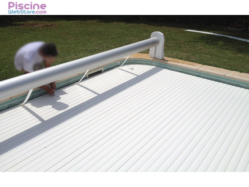 Volet roulant piscine solaire hors sol by for Volet piscine hors sol solaire
