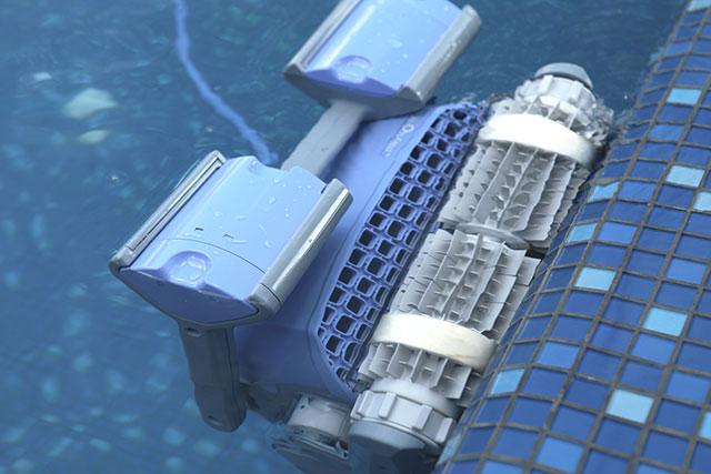 robot piscine dolphin m500. Black Bedroom Furniture Sets. Home Design Ideas